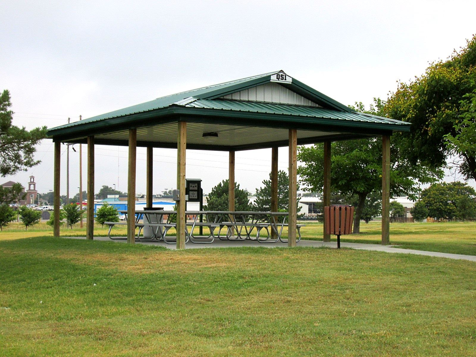 Ekey green covered picnic tables